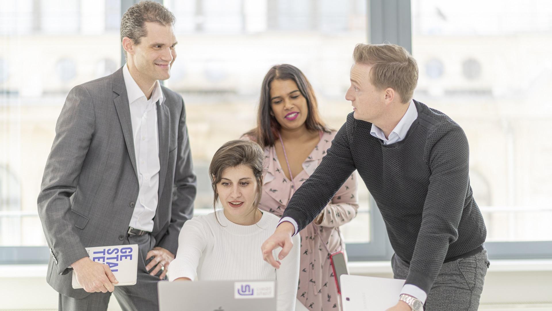 Friendsurance Besprechung über die Digitalisierung der Versicherungsbranche